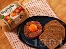 Рецепта Стек тартар от сурово кълцано телешко месо и кисели краставички